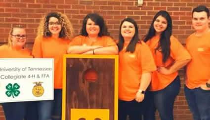 Collegiate 4-H/Collegiate FFA club members