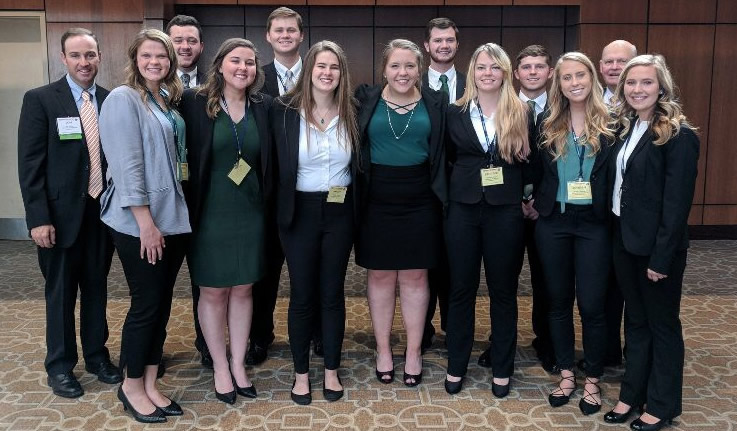 Food and Agriculture Business majors pose for a picture